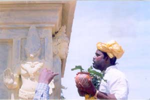 Sre Bhaaskharan Guruji chant the Holy Mantra to Kethu Guru